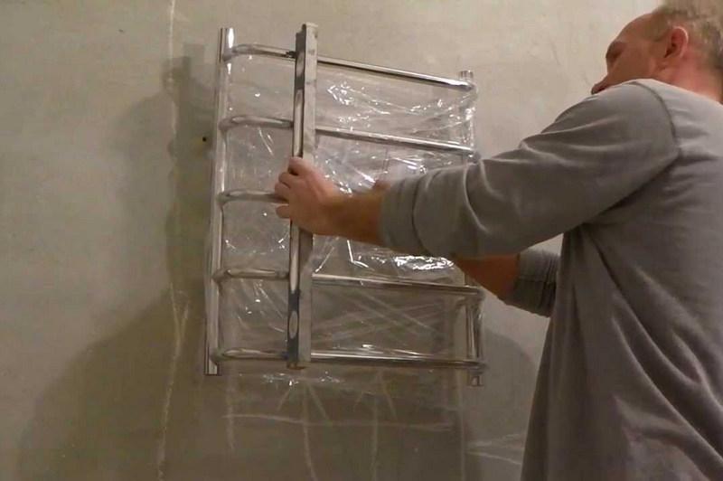 Монтаж и подключение полотенцесушителя в ванной