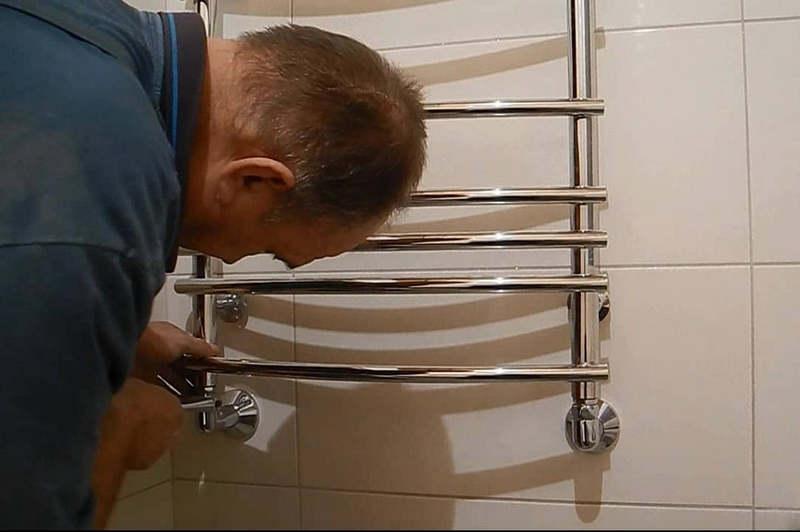 Перенос полотенцесушителя в ванной
