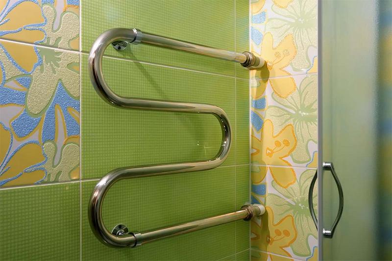 Перенос полотенцесушителя на другую стену ванной