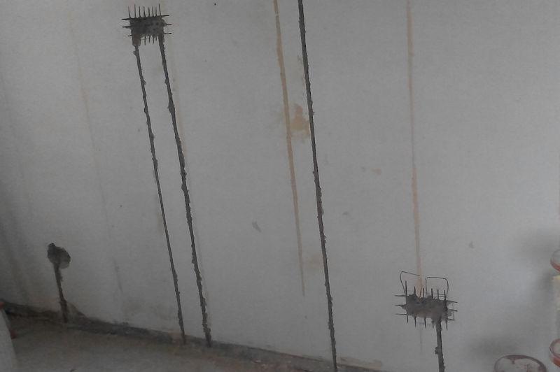 Штробление в бетонной стене