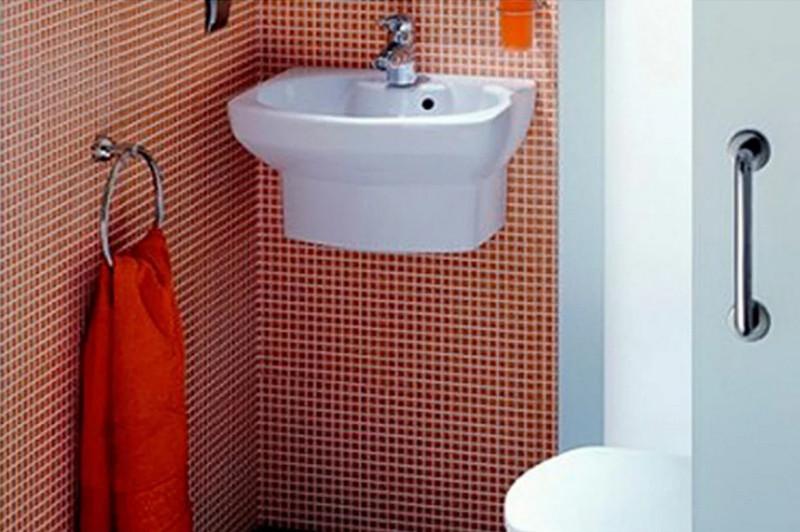 Установка мини-раковины в туалет