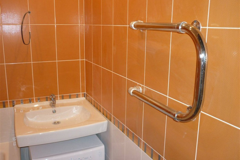 Установка и подключение полотенцесушителя в ванной