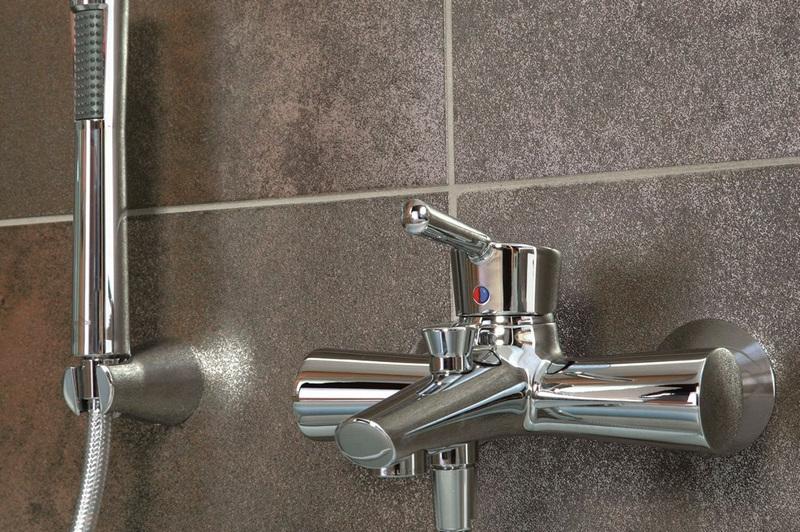 Монтаж смесителя в ванной в Минске